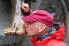 Alan Kissing Toes - Chile